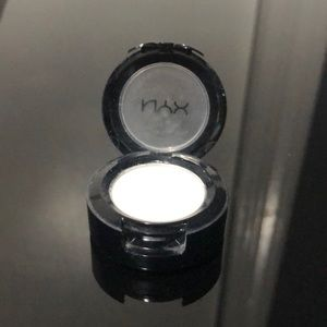 NYX white single shadow in Whipped Cream